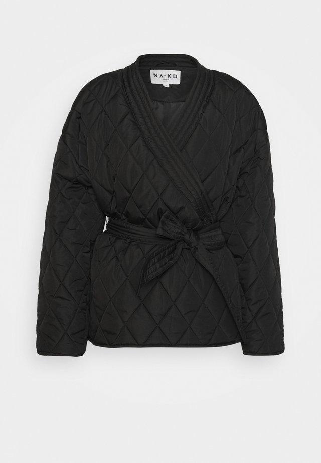 QUILTED KIMONO JACKET - Lehká bunda - black
