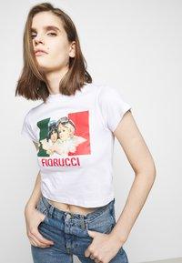 Fiorucci - SPEED QUEEN CROP TEE  - Print T-shirt - white - 3