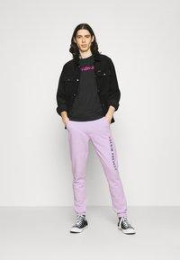 Denim Project - LOGO PANT - Tracksuit bottoms - pastel lilac - 1