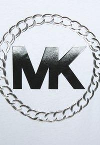 MICHAEL Michael Kors - CHAIN LOGO - Triko spotiskem - white - 5
