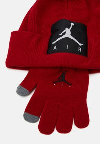 Jordan - OFFSET PATCH BEANIE SET UNISEX - Gloves - gym red - 3