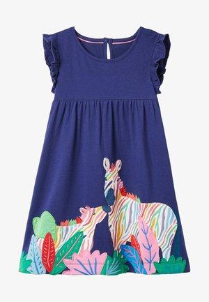 MIT RÜSCHENÄRMELN UND APPLIKATION - Jersey dress - segelblau/zebra