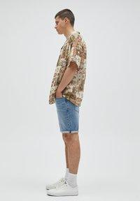 PULL&BEAR - Denim shorts - mottled blue - 3