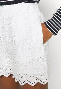 YAS - YASHOLI  - Shorts - star white - 4