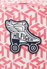 Tommy Hilfiger - GIRLS SEASONAL MONO BACKPACK UNISEX - Rucksack - deep crimson/cotton candy - 4