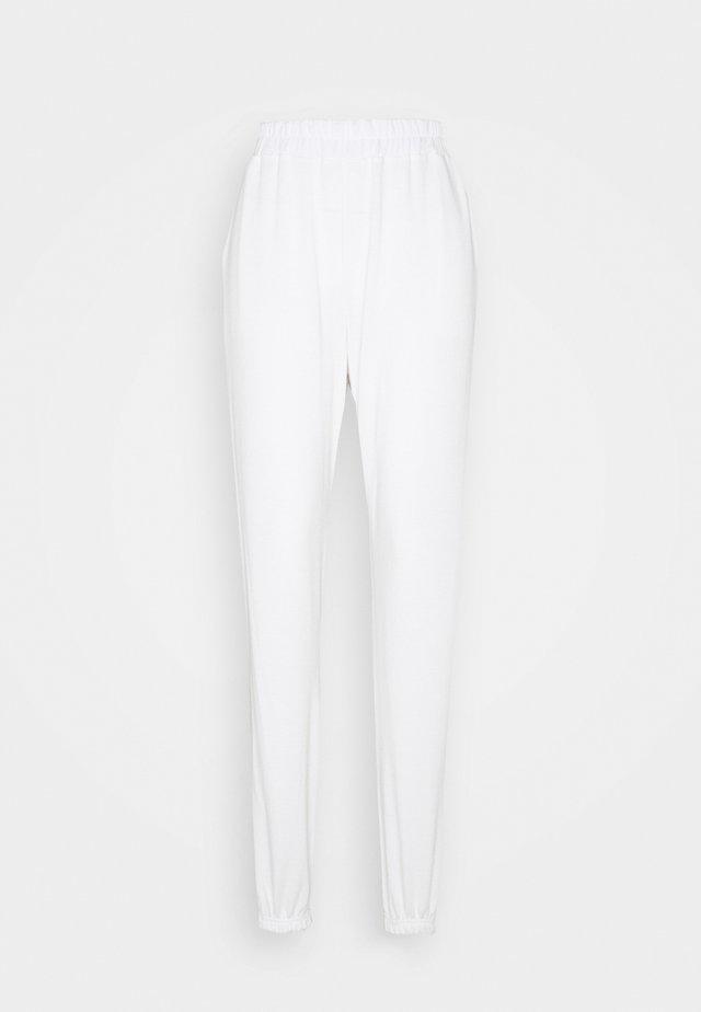 TALL BASIC JOGGERS - Pantalones deportivos - white