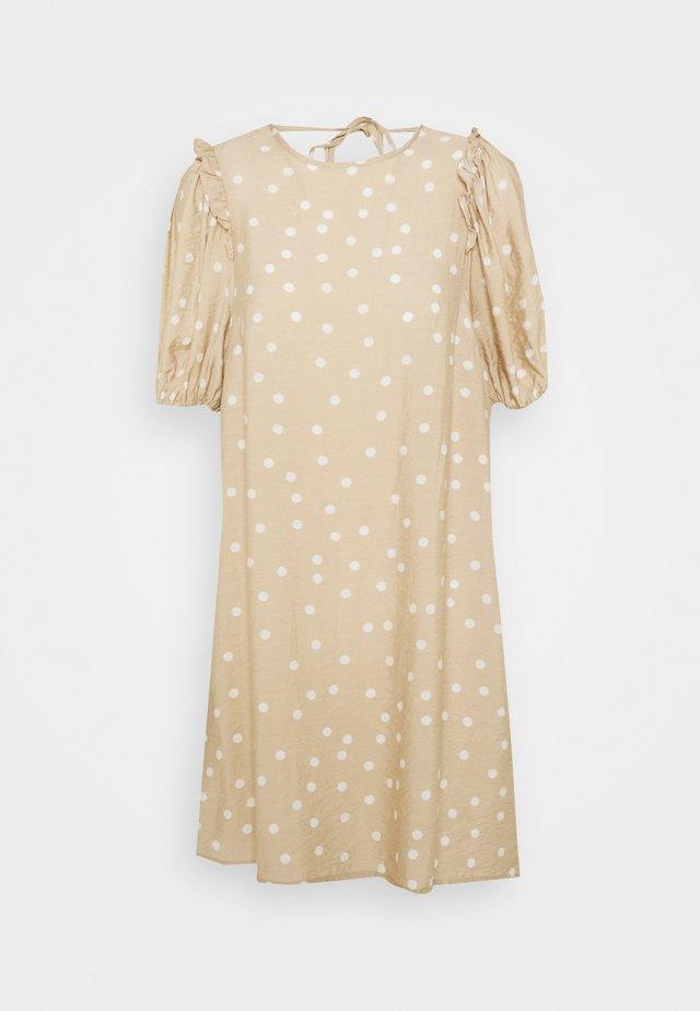 VINICIE DRESS - Denní šaty - humus/cloud dancer