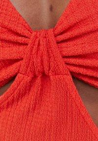 Bershka - WITH CUT-OUT SIDES - Denní šaty - red - 4