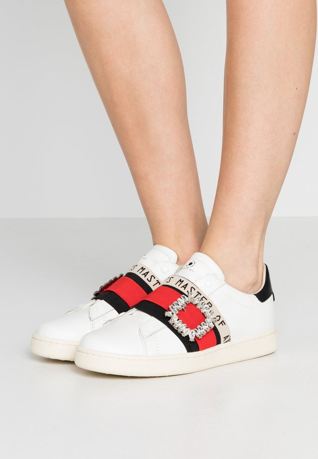Mocassins - gallery/white/red