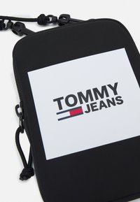 Tommy Jeans - URBAN COMPACT UNISEX - Across body bag - black - 4