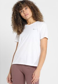 Nike Performance - MILER - T-Shirt print - white - 0