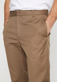 Wood Wood - TRISTAN TROUSERS - Trousers - taupe - 3