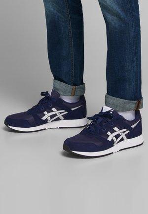 Sneakers - castlerock