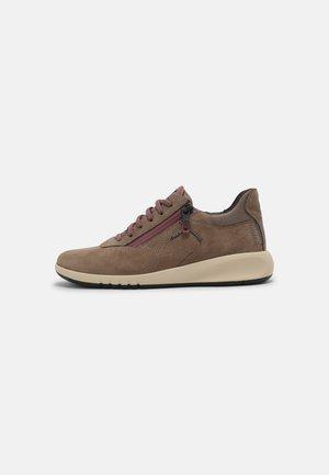 AERANTIS - Sneakersy niskie - dark beige