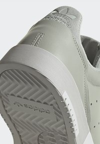 adidas Originals - SUPERCOURT W - Sneakersy niskie - ashsil/ashsil/crywht - 9
