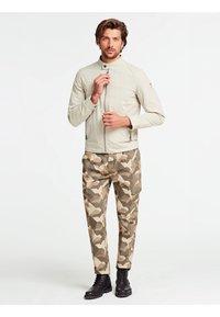Guess - Light jacket - grau - 1
