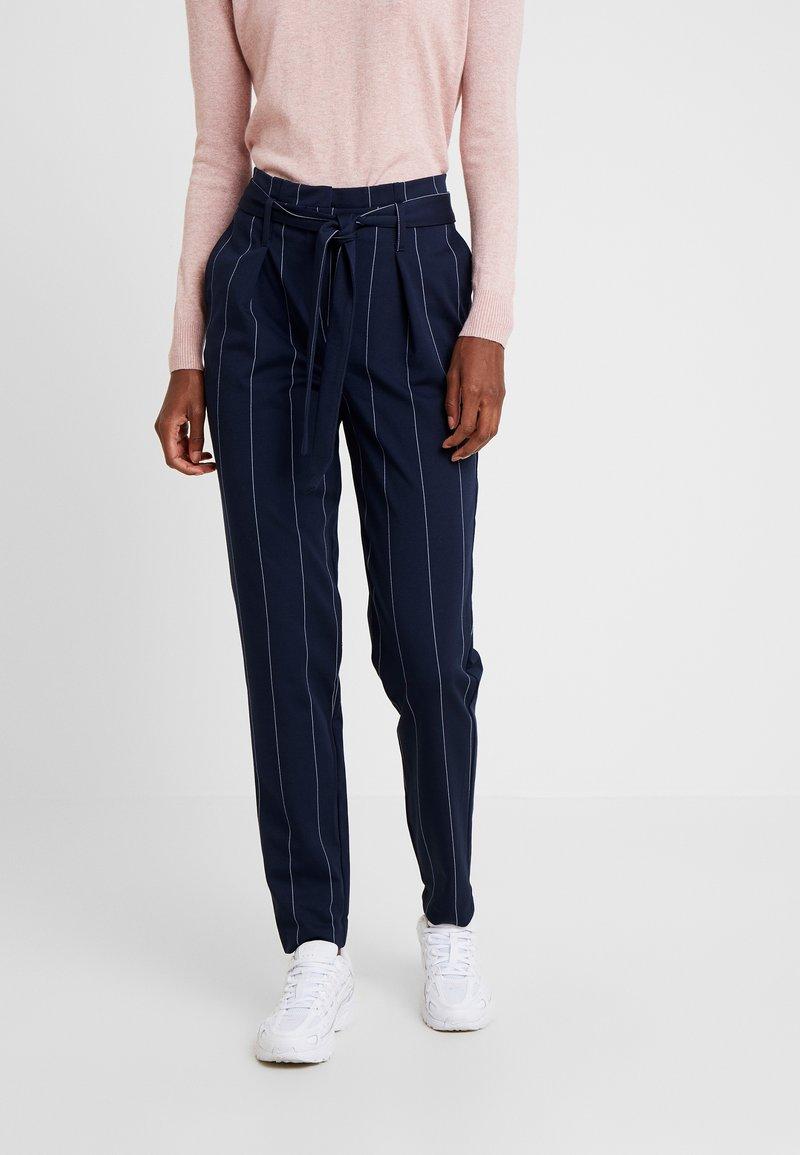 ONLY Tall - ONLNICOLE PAPERBACK ANKLE TEMPO - Spodnie materiałowe - night sky/cloud dancer