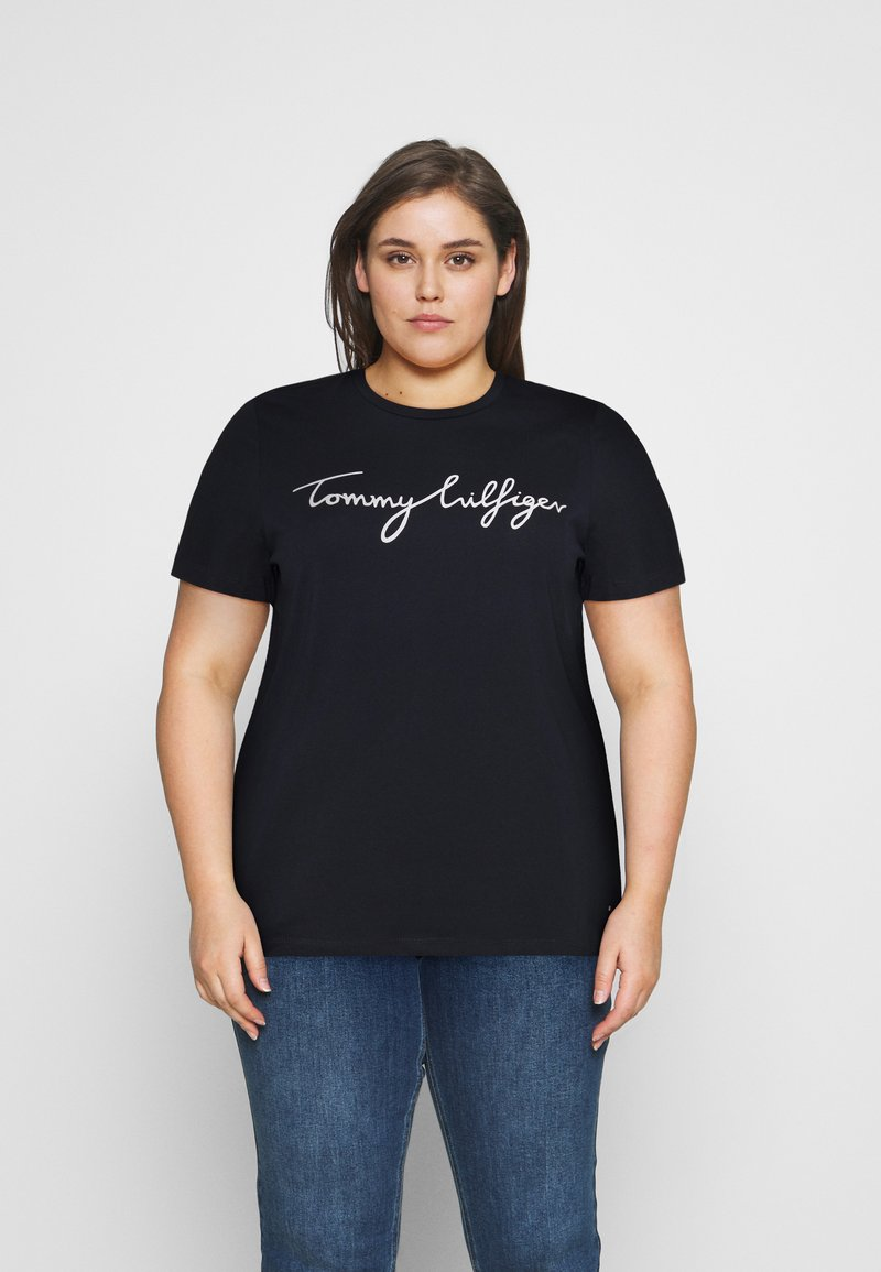 Tommy Hilfiger Curve - CREW NECK GRAPHIC TEE - Print T-shirt - desert sky