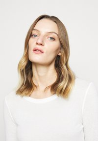 CLOSED - WOMEN´S - Long sleeved top - ivory - 4