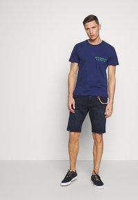 TOM TAILOR DENIM - REGULAR FIT - Shorts vaqueros - blue/black denim - 1