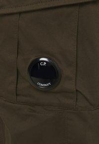 C.P. Company - PANTS - Kapsáče - ivy green - 6
