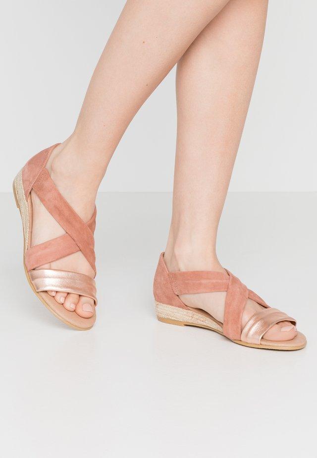HALLIE - Wedge sandals - terracotta/rose gold