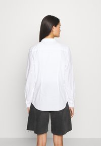 Tommy Jeans - SLIM FIT OXFORD - Button-down blouse - white - 2
