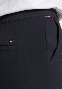 Tommy Hilfiger - CORE SUITING PANT - Trousers - desert sky - 4