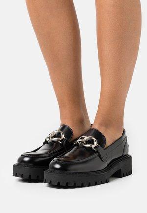 MASTER LOAFER - Nazouvací boty - black