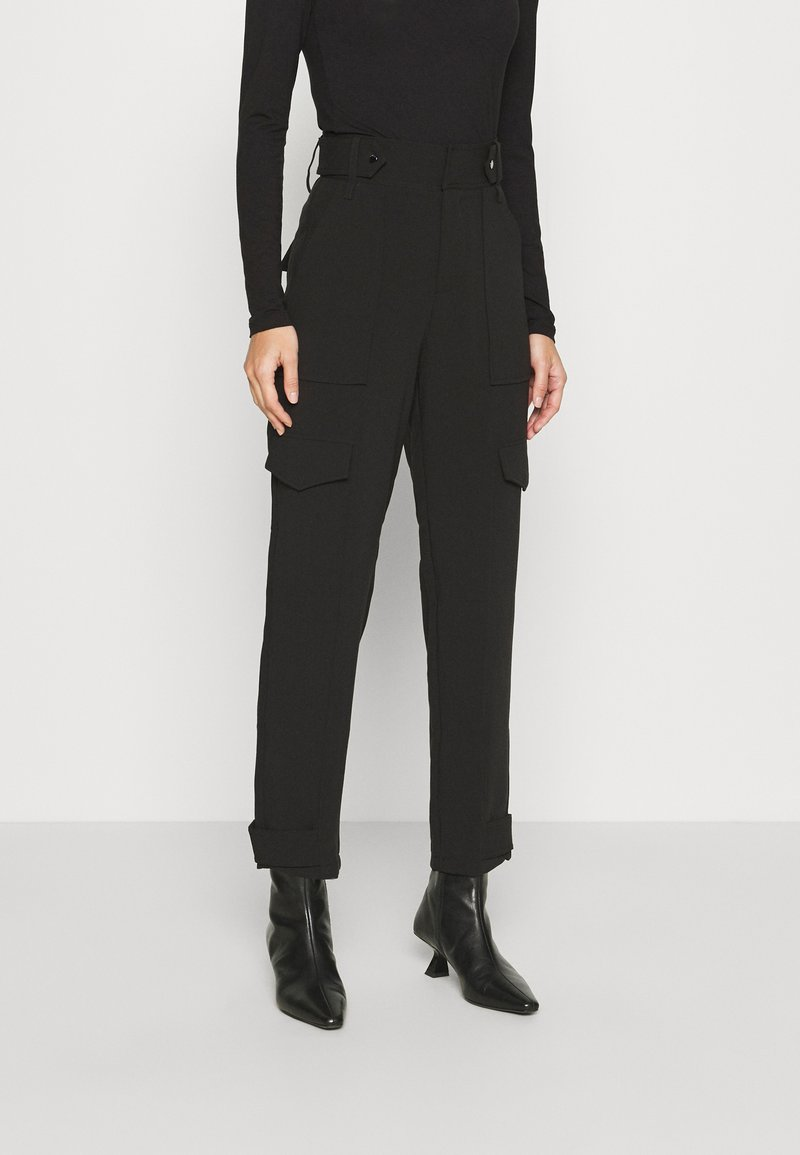 Guess - PAYTON PANTS - Trousers - jet black