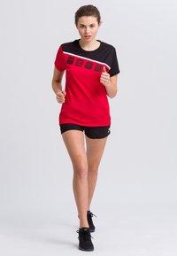 Erima - Print T-shirt - red/black/white - 1