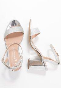 New Look Wide Fit - WIDE FIT ZAN SHIMMER MID BLOCK - Sandalias de tacón - silver - 3