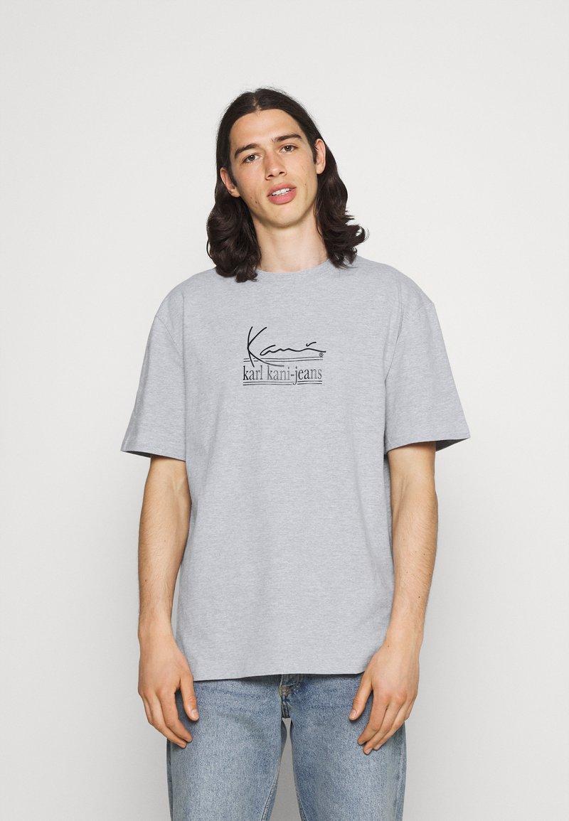 Karl Kani - SIGNATURE TEE UNISEX - Print T-shirt - grey
