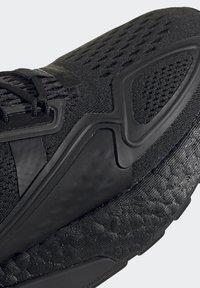 adidas Originals - ZX 2K BOOST J - Trainers - black - 8
