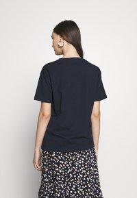 Moss Copenhagen - LIV LOGO TEE - T-shirts med print - space - 2