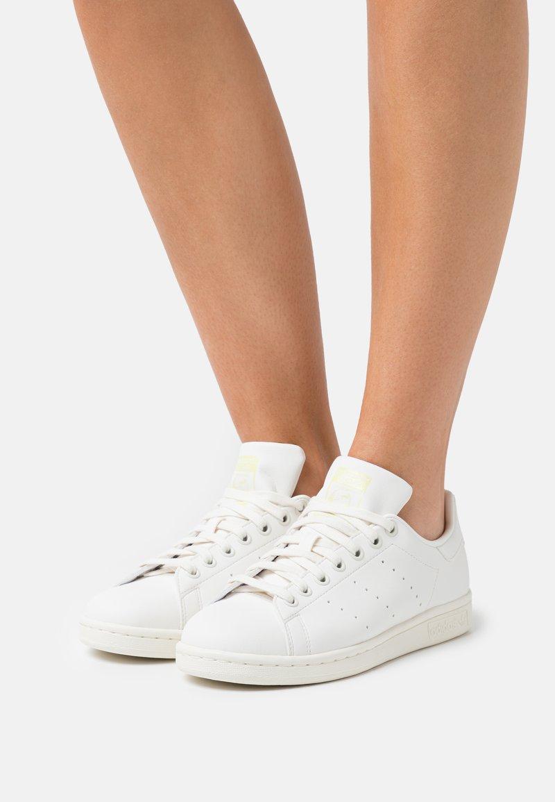 adidas Originals - STAN SMITH  - Zapatillas - cloud white/offwhite/pink tint