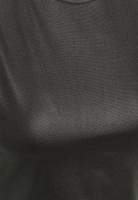 Missguided Petite - WET LOOK RACER NECK BODYSUIT - Débardeur - black - 2