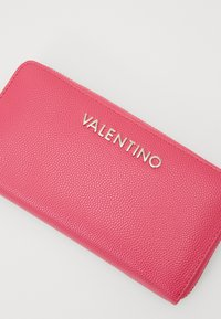 Valentino Bags - DIVINA - Lommebok - fuxia - 3