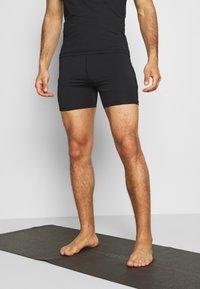 Curare Yogawear - MEN SHORTS - Sportovní kraťasy - black - 0