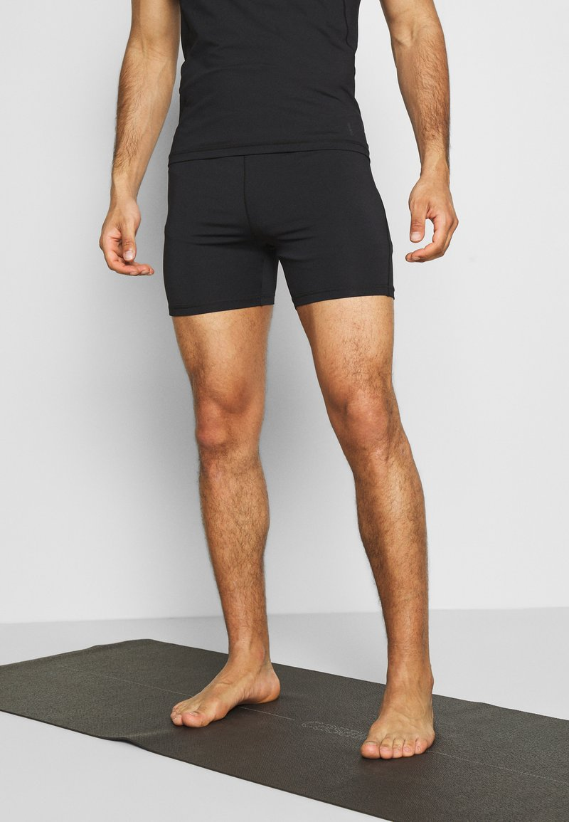 Curare Yogawear - MEN SHORTS - Sportovní kraťasy - black