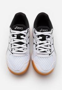 ASICS - UPCOURT  - Sports shoes - white/black - 3