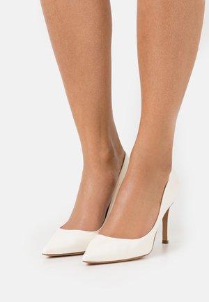 Zapatos altos - latte