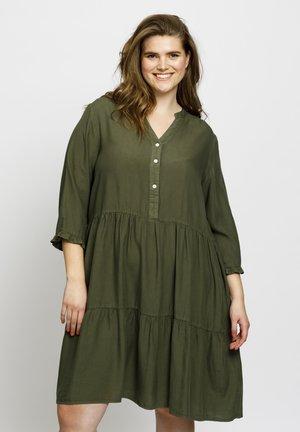 CLAIRE - Spijkerjurk - olive green