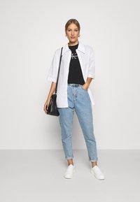 Calvin Klein Jeans - GLITTER MONOGRAM TEE - Camiseta estampada - black - 1