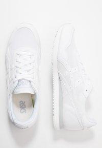 ASICS SportStyle - TIGER RUNNER UNISEX - Sneakersy niskie - white - 1