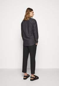 Les Deux - OLIVER OXFORD SHIRT - Shirt - black/charcoal - 2