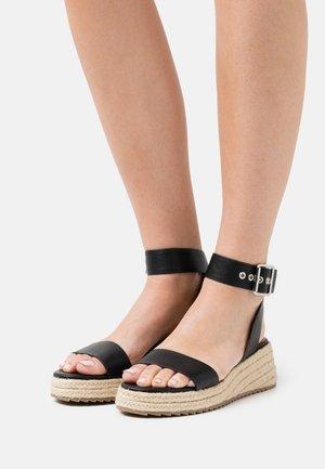 BUCKLED PROFILE SOLE - Sandały na platformie - black
