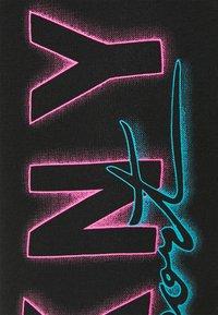 DKNY - HIGH WAIST 7/8 LEGGINGWITH PRINTED SIDE LOGOS - Collants - black - 6
