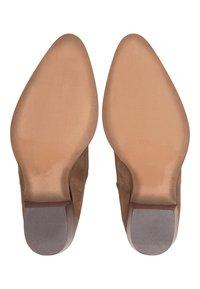 Belmondo - Classic ankle boots - mittelbraun - 4
