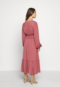 Forever New Petite - SHIRRED DRESS - Sukienka letnia - burnt berry - 2